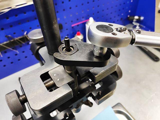 Набор спец ключей для гаек распылителей. Комплект включает в себя шестигранники с буртиками на 14, 15, 17, 19 мм, восьмигранники с буртиками на 16, 17.5 мм, и ключ на 27 мм под динамометрический ключ.